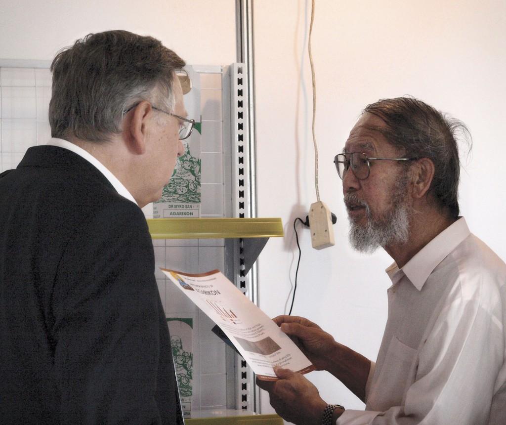 T. Chang und Ivan Jakopović zusammen bei der 5. Internationalen Heilpilzkonferenz, Nantong, China, 2009.